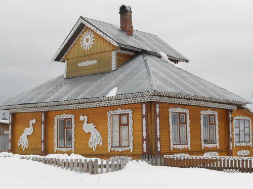 Дом-пятистенок с резьбой