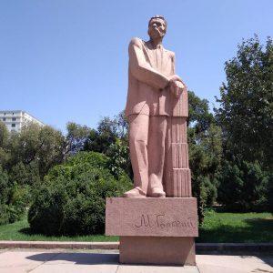 Памятник писателю Горькому