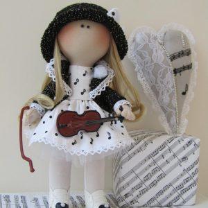 Куколка вся в нотах