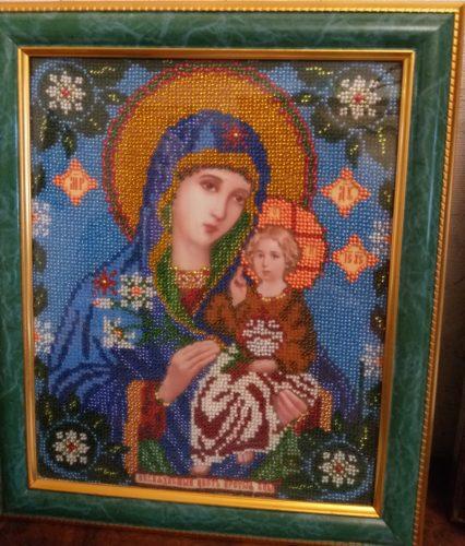 Богоматерь с младенцем — работа Валентины Сарычевой
